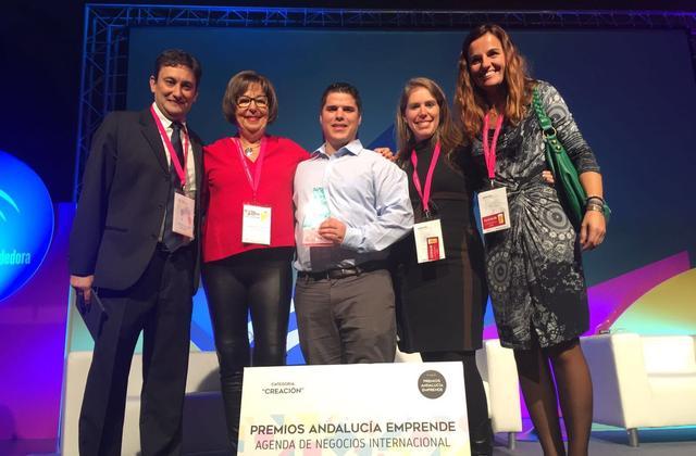 Premio Andalucía Emprende a Hearing Software y Senda. Antonio Sánchez con miembros de la UMA.